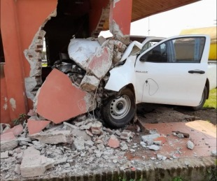 foto: La Cruz: se incrustó en un edificio con su camioneta y está grave