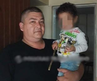 foto: Aparecieron los familiares del niño encontrado por un policía