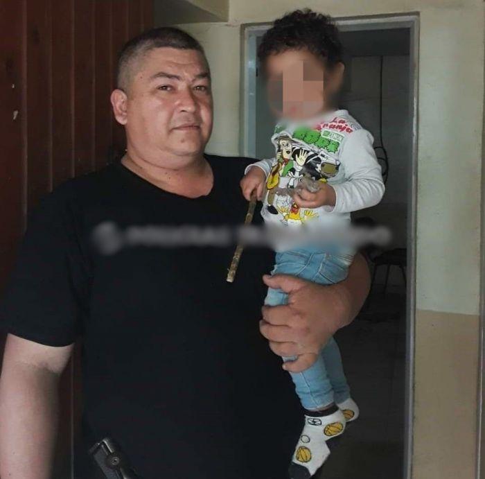 Aparecieron los familiares del niño encontrado por un policía
