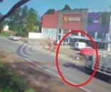 foto: Video: derrapó con su motocicleta y fue arrollado por un camión