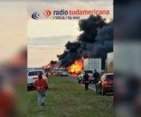Las imágenes del feroz incendio de dos camiones en la autovía 14