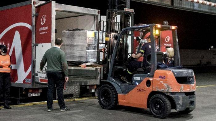 Llegó un cargamento de más de 800 mil dosis de AstraZeneca