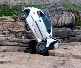 foto: Así fue el accidente del auto que cayó 4 metros al vacío
