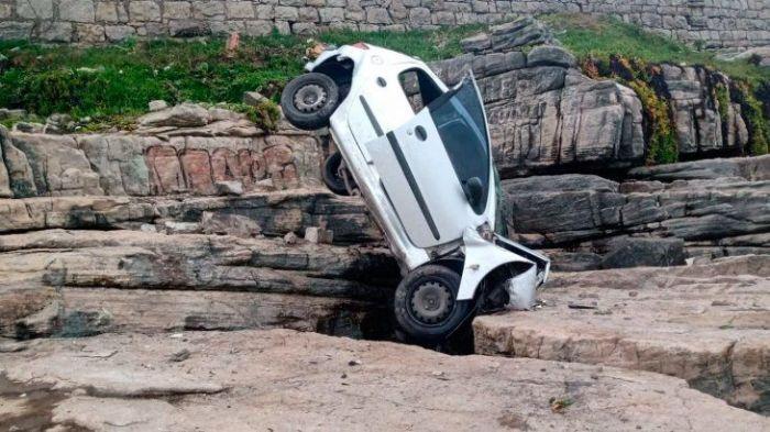 Así fue el accidente del auto que cayó 4 metros al vacío