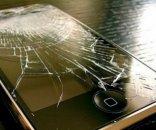 Su novio le pegó y ella le tiró el celular en la cabeza: él murió y la imputaron por homicidio
