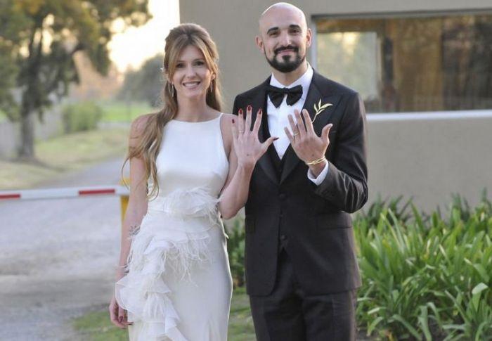 Las mejores fotos del íntimo casamiento de Abel Pintos y Mora Calabrese