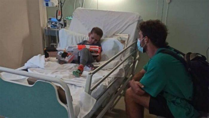 El llanto de Santi Maratea por la muerte de Fede, uno de los chicos que ayudó