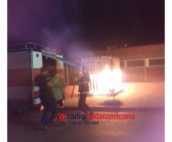 Se incendió un kiosco en pleno centro de la ciudad de Corrientes