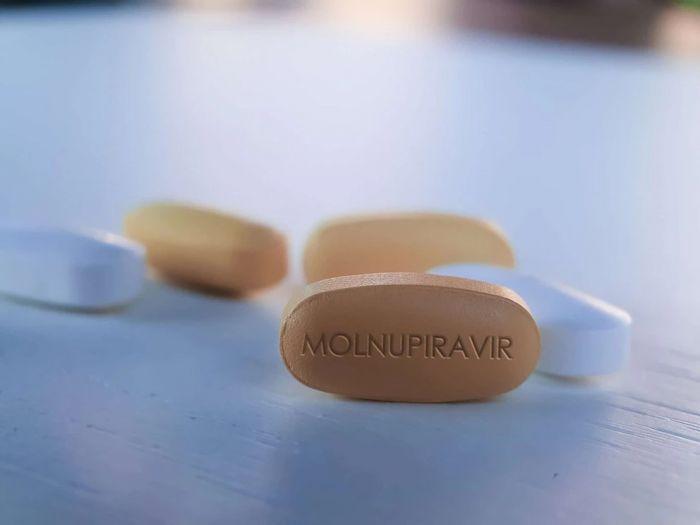 Píldoras anti-COVID-19: Merck y Pfizer ya realizan ensayos clínicos