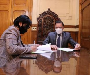 foto: Valdés firmó convenio con Estación Torrent para construir 10 viviendas