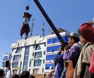 foto: Talibanes ejecutaron y colgaron de grúas a 4 supuestos secuestradores