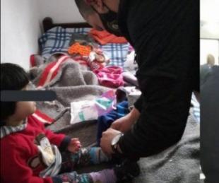 foto: Rescatan a niños que estaban encerrados y sin comida en un departamento