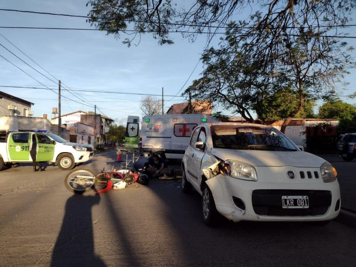 Corrientes: accidente de tránsito dejó un motociclista herido