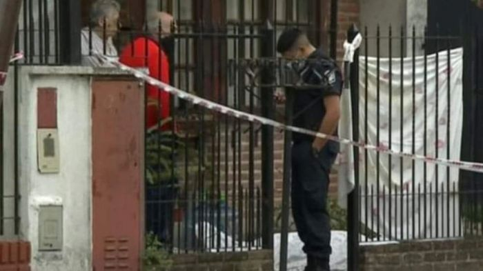 Estaba yendo al colegio y lo asesinaron en la puerta de su casa para robarle