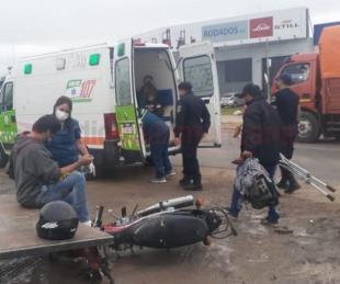 foto: En moto, sin casco y con muletas, chocó con el acoplado de un camión