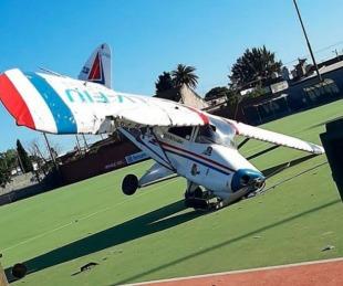 foto: Video: una avioneta cayó en una cancha de hockey de Burzaco