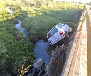foto: Tremendo hecho en Monte Caseros: despistó y terminó en un arroyo