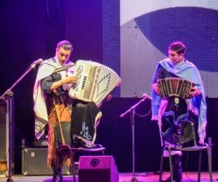 foto: Libres vivió una gran noche de música y danzas frente al Palacio municipal