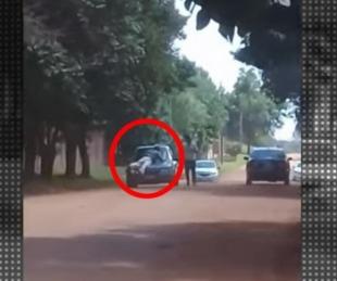 foto: Lo chocaron y se subió al capó del auto para que no se vayan