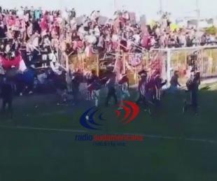 foto: Hinchas provocaron incidentes en un partido de fútbol en Mercedes