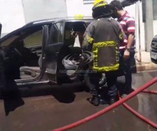 foto: Una tablet habría provocado un incendio en el interior de un auto