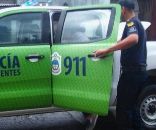 foto: Una mujer fue detenida por atacar a sus hijos de 3 y 5 años